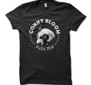 CONNY BLOOM - T-SHIRT, FULLT UPP (RUND)